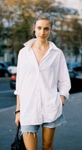 เสื้อเชิ้ต-สีขาว-กางเกงยีนส์ขาสั้น-Paris-Fashion-Week-Spring-Summer-2012-Street-Style-Karin-Hansson