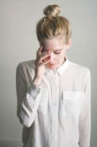เสื้อเชิ้ต-สีขาว-เกล้าผมจุก