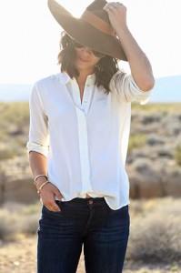 เสื้อเชิ้ต-สีขาว-Everlane-กางเกงยีนส์-MiH-รองเท้า-Isabel-Marant-หมวก-Preston-Olivia-กระเป๋า-Weekender-แว่นกันแดด-Chloe