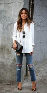 เสื้อเชิ้ต-สีขาว-Silence-+-Noise-กางเกงยีนส์-Current-Elliot-รองเท้าส้นสูง-Sézane-กระเป๋า-Vintage-Chanel-2.55-แว่น-Ray-Ban