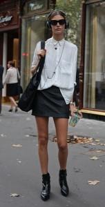 เสื้อเชิ้ตขาว-กระโปรงหนังสีดำ