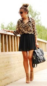 เสื้อเชิ้ตลายเสื้อดาว-Queens-Wardrobe-กระโปรงสีดำ-Bershka-รองเท้า-Zara-กระเป๋า-HM-แว่นตากันแดด-Tom-Ford