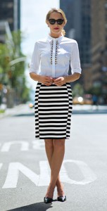 เสื้อเชิ้ตสีขาว-Ann-Taylor-กระโปรงลายขวางขาวดำ-Ann-Taylor-รองเท้า-Ivanka-Trump