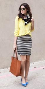 เสื้อเชิ้ตสีเหลือง-Bloom-กระโปรงลายขวางขาวดำ-Madewell-รองเท้าสีฟ้า-กระเป๋า-Madewell-ผ้าพันคอ-Madewell
