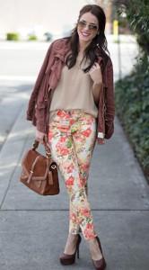 กางเกงลายดอกไม้-Anthropologie-เสื้อสีน้ำตาลอ่อน-Zara-แจ็คเก็ต-Anthropologie-รองเท้า-Jessica-Simpson-กระเป๋า-Tory-Burch