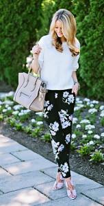 กางเกงลายดอก-สีดำ-Joie-สเว็ตเตอร์-Vince-รองเท้าสีชมพู-Alexander-Wang-กระเป๋าสีเบจ-Celine