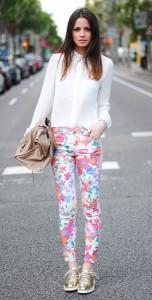 กางเกงลายดอก-Zara-เสื้อเชิ้ตสีขาว-Zara-รองเท้าสีทอง-Zara-กระเป๋า-Balenciaga-สร้อยข้อมือ-Aristocrazy-and-Tiffany-Co