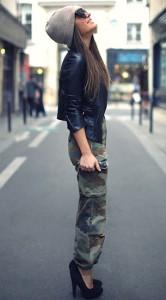 กางเกงลายทหาร-Vintage-แจ็คเก็ตหนัง-Goldie-London-เสื้อเกาะอก-สีดำ-Zara-รองเท้าส้นสูง-Asos-หมวกบีนนี่-Asos