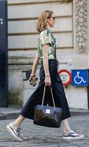 กางเกง-Culottes-สีดำ-เสื้อปักเลื่อมสีเขียว