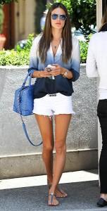 เสื้อเชิ้ต-Ombre-สีขาวสีน้ำเงิน-Two-by-Vince-กางเกงขาสั้น-สีขาว-Black-Orchid-Alessandra-Ambrosio-Coachella-Festival-2013