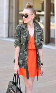 แจ็คเก็ตลายทหาร-Old-Navy-เดรสสีส้ม-Parker-รองเท้าส้นสูง-Aldo-กระเป๋า-Coach-แว่นตากันแดด-Rebecca-Minkoff