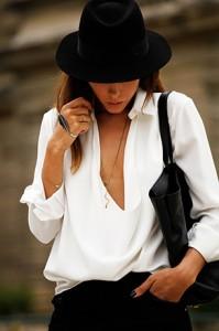 แฟชั่นขาวดำ-หมวก-Maison-Michel-เสื้อ-Balenciaga-กางเกงยีนส์-Christopher-Kane-รองเท้า-Celine-กระเป๋า-Saint-Laurent