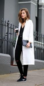 แฟชั่นขาวดำ-เสื้อโค้ท-Asos-เสื้อ-J-Brand-กางเกงยีนส์-Asos-รองเท้า-Nike-กระเป๋า-Saint-Laurent-สร้อยคอ-By-Charlotte