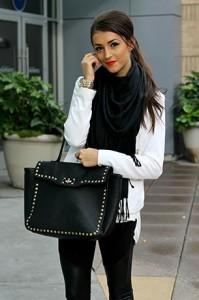 แฟชั่นขาวดำ-เสื้อ-HM-เสื้อคลุม-Forever-21-กางเกง-Charlotte-Russe-รองเท้าบู้ท-Jennifer-Lopez-กระเป๋า-Forever-21
