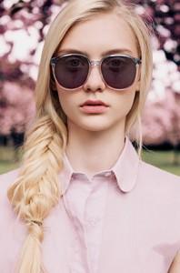 แว่นกันแดด-กรอบชมพู-เลนส์ม่วง-เสื้อสีชมพู-Nastya-Kusakina