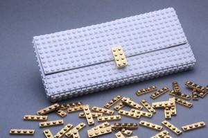 กระเป๋าคลัทช์ทำจากเลโก้