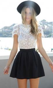 เสื้อลายลูกไม้สีขาว-Sabo-Skirt-กระโปรงบานสั้นสีดำ