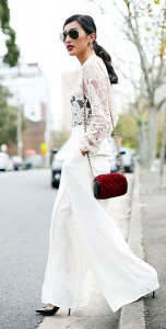 เสื้อลายลูกไม้สีขาว-Zimmermann-กางเกงสีขาว-Maurie-Eve-รองเท้าส้นสูง-Christian-Louboutin-กระเป๋า-Vintage