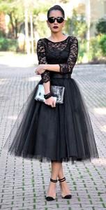 เสื้อลายลูกไม้สีดำ-Jane-Norman-กระโปรงสีดำ-Ezgi-Emrealp-รองเท้า-Mecrea.co-กระเป๋า-Cotton