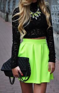 เสื้อลูกไม้สีดำ-Topshop-กระโปรงสีเขียวนีออน-Sabo-Skirt-รองเท้า-Zara-กระเป๋า-Wallis