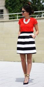 เสื้อลูกไม้สีแดง-Zara-กระโปรงลายขวางขาวดำ-Hallhuber-รองเท้า-Guess-สร้อยคอ-Zara-แว่นตากันแดด-Ray-Ban