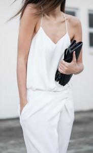 ชุดสีขาว-Camilla-and-Marc-กางเกงสีขาว-Nicholas-รองเท้า-Common-Projects-กระเป๋า-Alexander-Wang