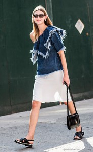 รองเท้าส้นเตี้ย-เสื้อยีนส์-กระโปรงสีขาว