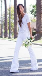 เสื้อยืดคอวีสีขาว-ATM-กางเกงยีนส์ขาบานสีขาว-J-Brand