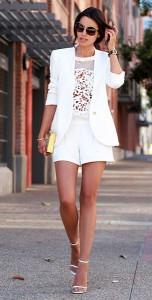 เสื้อลายลูกไม้สีขาว-Cameo-เสื้อสูทสีขาว-Helmut-Lang-กางเกงขาสั้นสีขาว-Trina-Turk-รองเท้า-Saint-Laurent