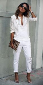เสื้อเชิ้ตสีขาว-Paige-Denim-ชุดเอี๊ยมยีนส์สีขาว-Paige-Denim-รองเท้าส้นสูง-Isabel-Marant-คลัทช์ลายเสือดาว-Clare-Vivier