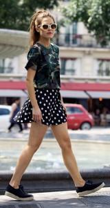 กระโปรงลายจุด-Missguided-สีดำจุดขาย-เสื้อยืดลายทหาร-Carhartt-รองเท้า-Asos