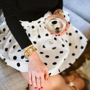 กระโปรง-Polka-Dot-สีขาวจุดดำ-เสื้อสเว็ตเตอร์แขนยาวสีดำ