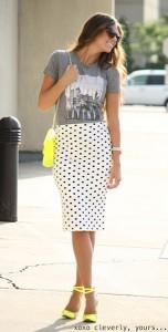 กระโปรง-Polka-Dot-สีขาวจุดดำ-Head-Over-Heels-เสื้อยืดสีเทา-Mindy-Maes-Market-รองเท้า-C-Label-กระเป๋า-Urban-Philosophy