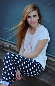 กางเกงยีนส์-Polka-Dot-สีดำจุดขาว-NOWiSTYLE-เสื้อยืดสีขาว-NOWiSTYLE-รองเท้าบู๊ท-Forever-21