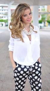 กางเกงลายจุด-White-สีดำจุดขาว-เสื้อสีขาว-Zara-รองเท้า-Zara