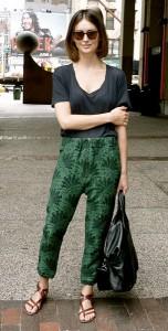 กางเกง-Harem-ลายพิมพ์สีเขียว-เสื้อยืดสีดำ
