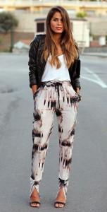 กางเกง-Harem-ลายพิมพ์-Mossman-เสื้อยืดสีขาว-Zara-แจ็คเก็ตหนัง-Zara-รองเท้า-Mango-คลัทช์-Vintage