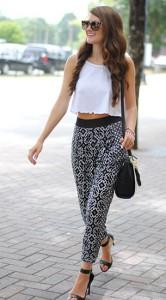 กางเกง-Harem-สีดำลายพิพม์สีขาว-Topshop-เสื้อกล้ามครอปสีขาว-Topshop-รองเท้าส้นสูง-Kohls-กระเป๋า-Danielle-Nicole