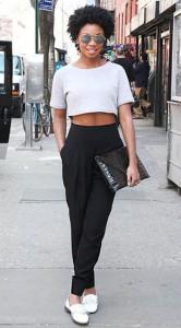 กางเกง-Harem-สีดำ-เสื้่อครอปสีขาว-รองเท้าสีขาว