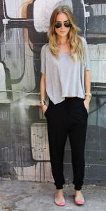 กางเกง-Harem-สีดำ-Anine-Bing-เสื้อยืดสีเทา-Anine-Bing-รองเท้า-Yosi-Samra-แว่นตากันแดด-Ray-Ban