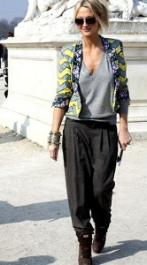 กางเกง-Harem-สีเทา-เสื้อยืดคอวีสีเทา-แจ็คเก็ตสีเขียวเหลือง-รองเท้าบู๊ท