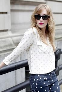 เสื้อลายจุด-สีขาวจุดเทา-J.-Crew-กางเกงลายจุด-สีดำจุดขาว-Paige-รองเท้า-Spiga-แว่นตากันแดด-Rebecca-Minkoff