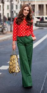 เสื้อลายจุด-สีแดงจุดขาว-กางเกงสีเขียว