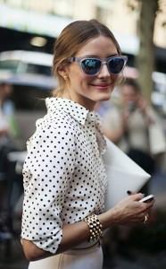 เสื้อ-Polka-Dot-สีขาวจุดดำ-กระโปรงสีขาว-Olivia-Palermo