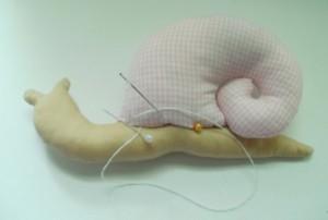 diy-snail-pillow-yenta4-08-600x405