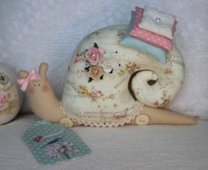 diy-snail-pillow-yenta4-15-600x491