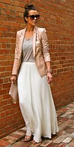 กระโปรงพลีทสีขาว-Theory-เสื้อสูทสีนู้ด-Bebe-เสื้อกล้ามสีเทา-Zara-รองเท้า-Zara-กระเป๋าคลัทช์-HM