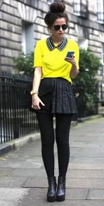 กระโปรงพลีทสีดำ-เสื้อสีเหลือง-ปกเสื้อ