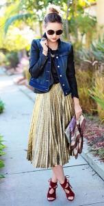 กระโปรงพลีทสีทอง-YSL-เสื้อหนังสีน้ำเงิน-Joie-แจ็คเก็ตยีนส์-Paige-รองเท้า-Aquazzura-กระเป๋าคลัทช์-Brahmin