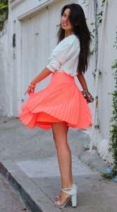 กระโปรงพลีทสีพีช-Nanette-Lepore-เสื้อสีมินท์-Equipment-กระเป๋าคลัทช์-StylebyMarina-สร้อยข้อมือ-Asos